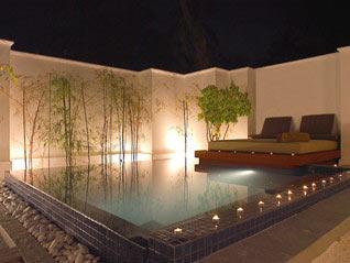 Spas piscinas for Jardines alrededor de piscinas